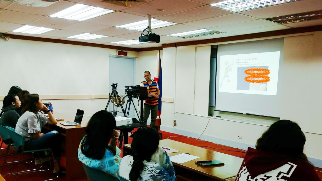 Mr. Alejandro Zamora teaching the participants about the different camera shots