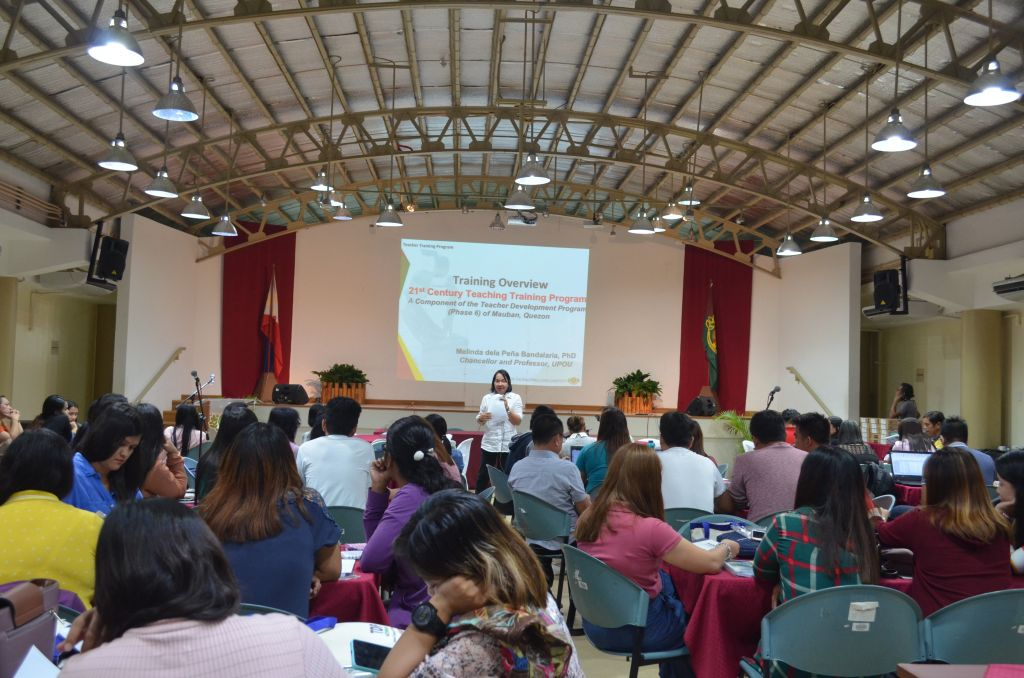 Dr. Melinda dP. Bandalaria, Teacher Development Program Project Leader, led the 21st Century Teaching training of 75 teachers from 13 educational institutions in Quezon at the UPOU CCDL Auditorium, Los Banos, Laguna.