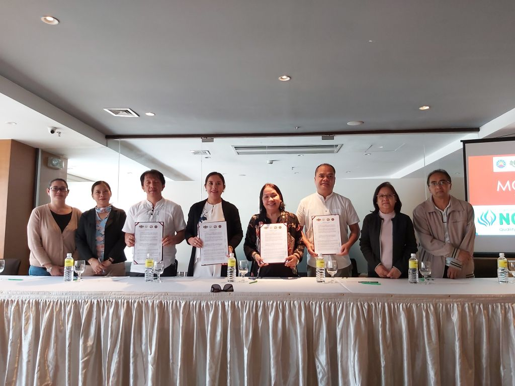 With their witnesses, UPOU Chancellor Melinda Bandalaria (4th fr R), UPB Chancellor Raymundo Rovillos (3rd fr R), BSU Vice President for Academic Affairs Kenneth Laruan, on behalf of President Feliciano Calora, Jr. (3rd fr L) and the IFSU President Eva Marie Dugyon (4th fr L), signed the MOA to collaboratively organize and hold the NCODeL 2019.